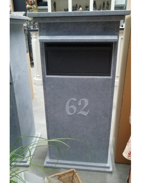 Gravure: nummer op brievenbus Sevilla Parcel (lettertype Martien Van Alem)