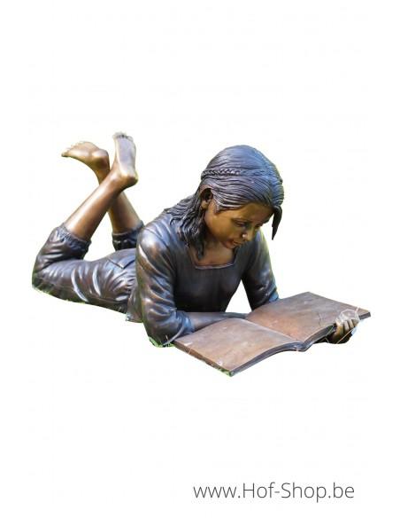Liggend lezend meisje - bronzen beeld